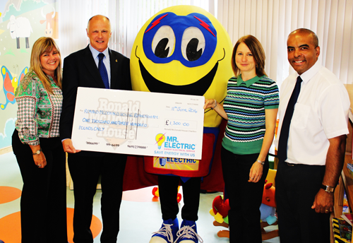 Jeff-Longley-Mr-Electric-Franchisee-presents-cheque-to-Ronald-McDonald-house-in-Birmingham.png