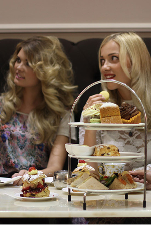 CREAMS-British-Luxury-Afternoon-Tea-41.jpg