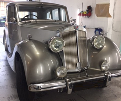 This vintage Ford was restored in just a few hours!